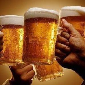 来来来,给你普及普及,你喝的啤酒到底加了什么