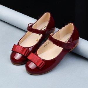 今年正流行的浪漫而又唯美的童装单鞋,小公主穿着刚刚好