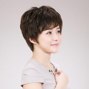 女人40岁后要珍惜头发,弄错了显老气,这4种发型显年轻好打理
