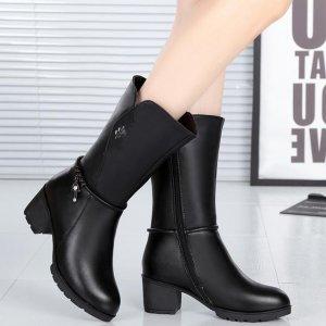 刚上市爆红,纯手工制作的软底短靴,复古时髦,有跟却不累的靴子