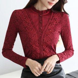 往年的打底衫OUT了,今年流行网纱镂空的高领打底衫