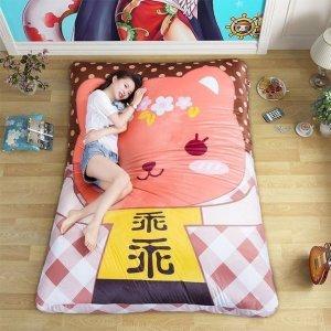 夫妻再睡传统床垫已过时了,现在流行可折叠床垫,舒适又浪漫