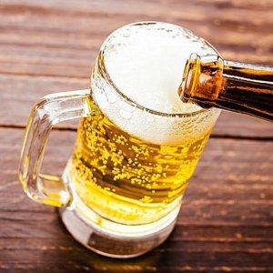 聪明的男人不喝啤酒,自己泡一坛滋补酒,配方在最后