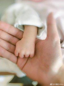 任嘉伦微博爆出升级当爹  父爱满满很是幸福