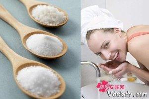 如何用盐去除黑头的有效办法   不一定要去购买昂贵产品