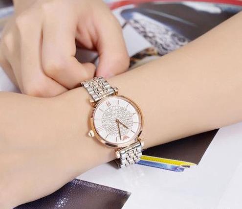 阿玛尼品牌手表让少女心爆棚   彰显动感不羁的精神