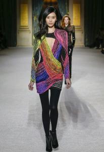 纽约时装周定制款面膜首发,奚梦瑶也为云南白药采之汲面膜打CALL