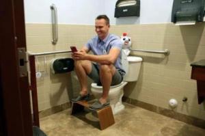除了正确的如厕习惯,还要用富士抗菌产品保障厕所健康