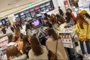 日本彩妆VISEE入驻乐天免税明洞店,卖场人气爆棚!