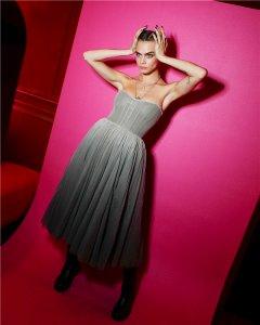 这是什么神仙妆容?巴黎派对上的超模Cara简直又美又仙还超酷!