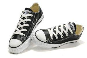 正品匡威高帮有几个孔 匡威帆布鞋一般多少钱