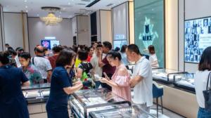 国际设计师品牌爱丽丝珠宝落户重庆来福士 国花系列融汇全球时尚风情
