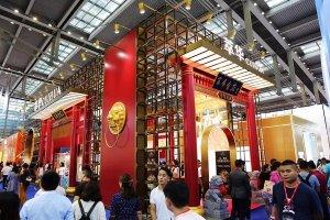 国际化新中式珠宝抢眼亮相珠宝展,萃华屡获殊荣