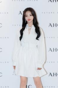 杨超越出席AHC明洞旗舰店开业仪式体验未来沙龙